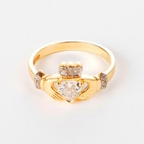 Gold-Diamond-Claddagh